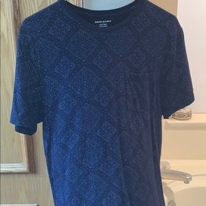 Banana Republic pattern blue tee shirt w/ pocket
